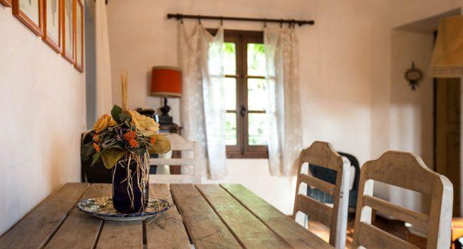 Iris Appartamento Rosignano Monferrato tavolo
